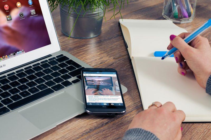formations numériques pour seniors - pack formation Bazile - smartphone seniors