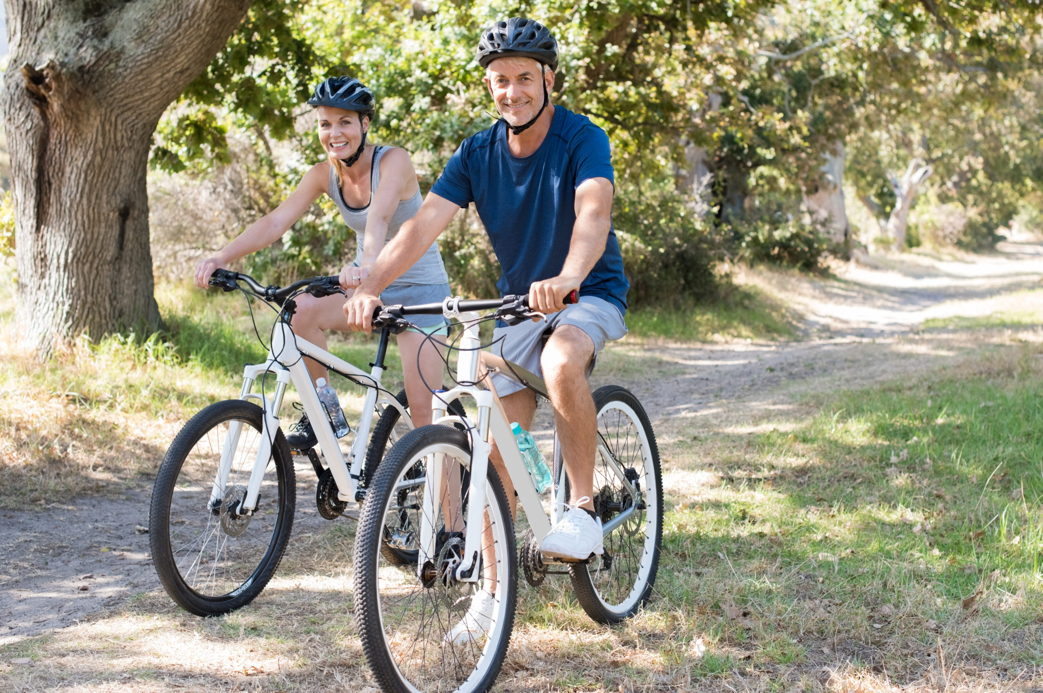 Couple seniors vélo - cyclisme - Bazile Telecom